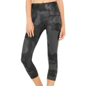 ALO Yoga High Waist Airbrush Camo Capri Leggings